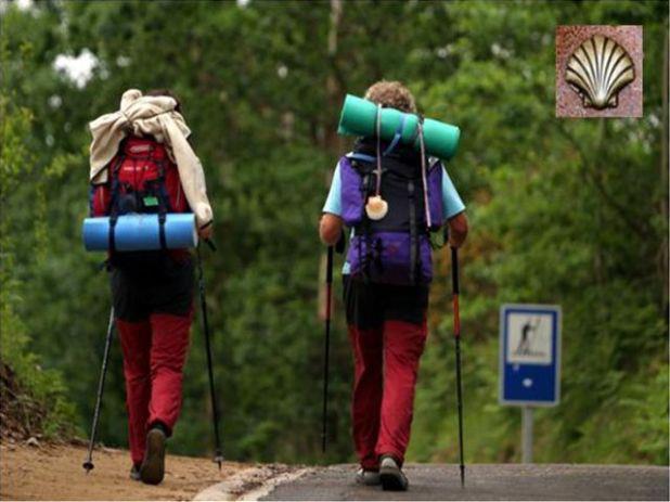 巡礼路を歩く人々