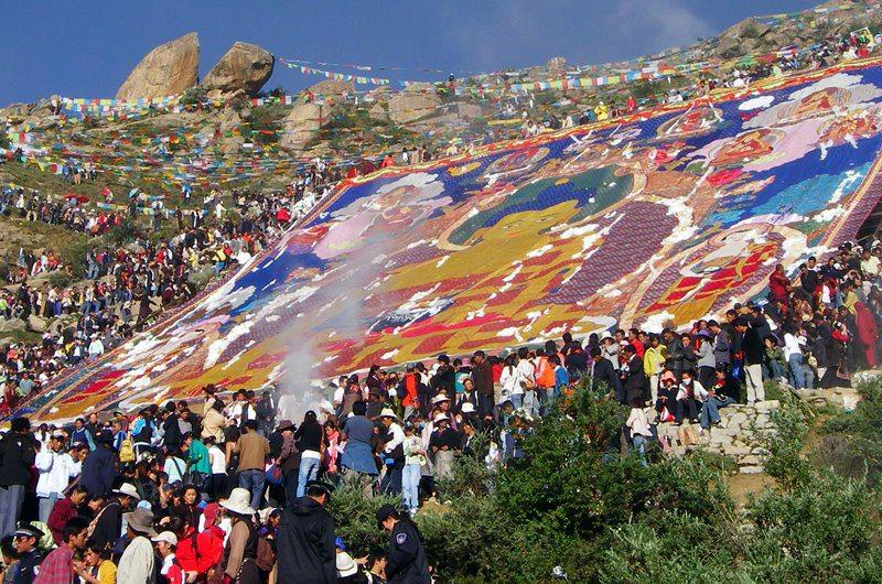 煩悩まみれの人に見せたいショトゥン祭の巨大仏画
