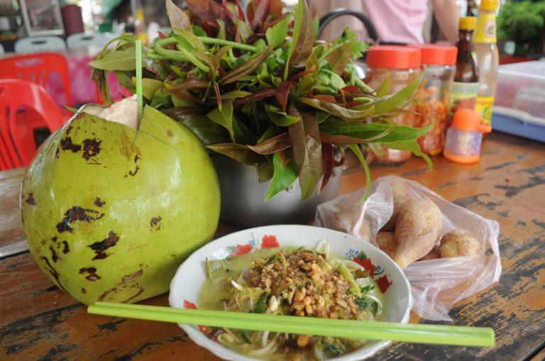 カンボジア人が「こだわる」カンボジアの麺料理
