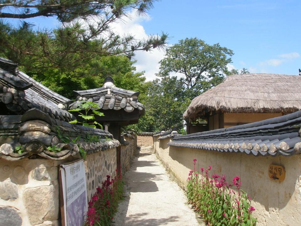 朝鮮王朝時代が今も残る街・安東と河回村