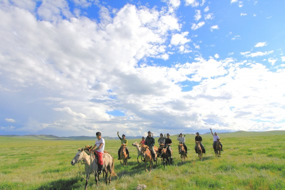 【毎週出発】モンゴルで乗馬デビュー!ほしのいえ草原乗馬学校5日間