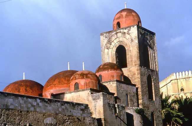 アラブ時代のイスラム寺院が教会に!?『サン・ジョヴァンニ・デッリ・エレミティ教会』