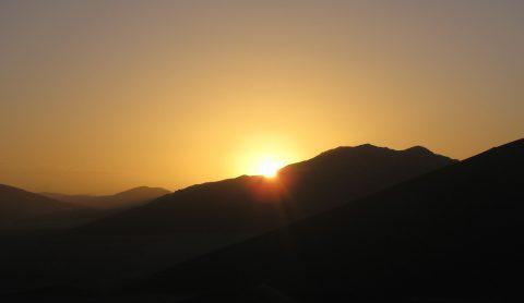 ナミブ砂漠で初日の出 ナミビア・キャンプ 8日間