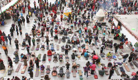 【冬のおすすめ】五体投地で祈るチベット・ラサの歩き方6日間<br />〜巡礼者の目線で旅をしよう!〜