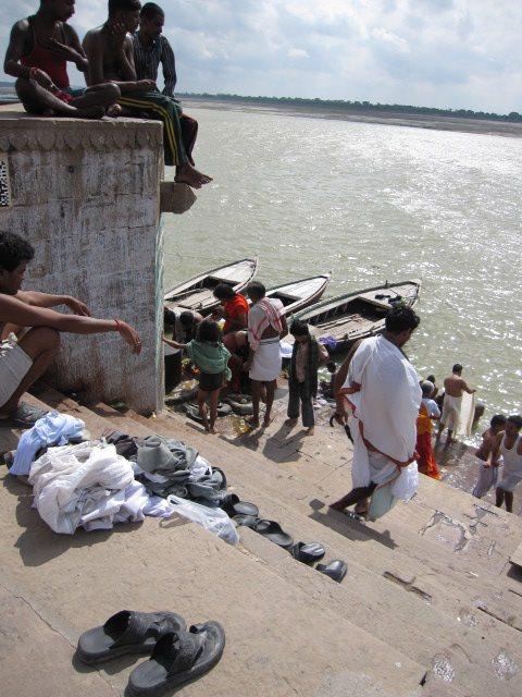 歴史よりも古く、伝統よりも古く、伝説よりも古い。インドの聖地ベナレス