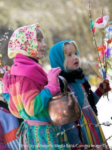 フィンランドのイースターでお菓子等を貰いに歩く子供達
