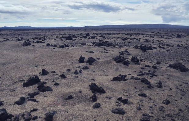 月面の様な風景が広がる・アイスランドのアスキャ火山周辺