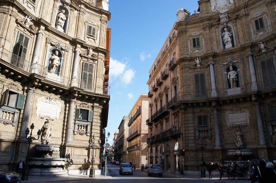 イタリアのバロック装飾の美しい交差点・クアットロ・カンティ