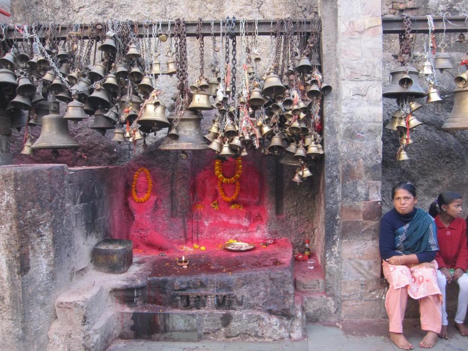 蝋燭が灯る幻想的なヒンドゥー寺院『カマキヤ寺院』