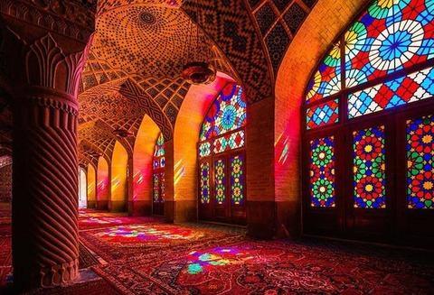 イランに一風変わったモスク「ローズ・モスク」について