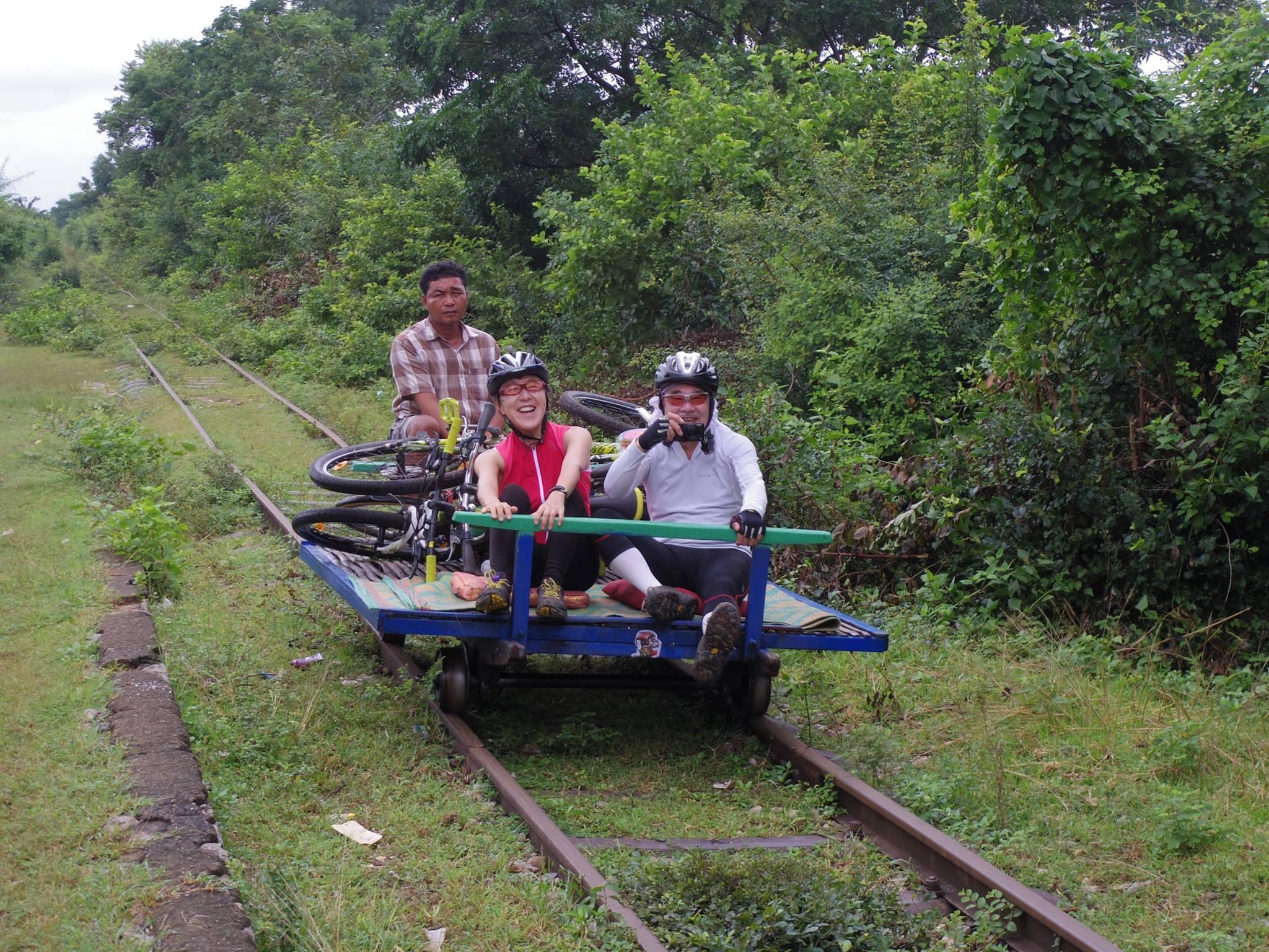 カンボジアでサイクリング