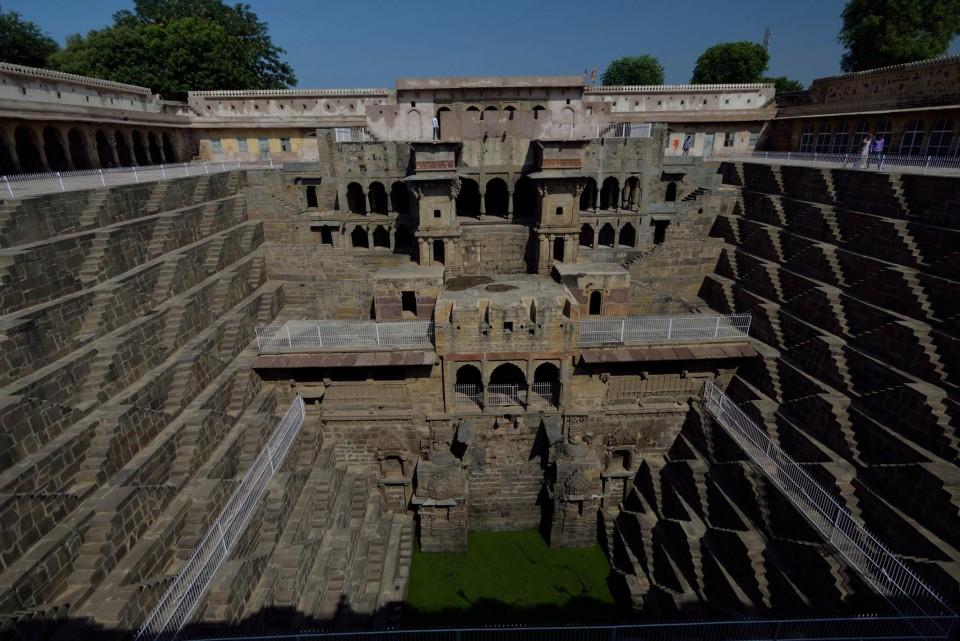 美しすぎるインドの階段井戸 アーバーネリーのチャンドバオリ