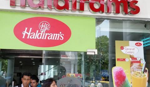 インドでお菓子といえばこれ!Haldiram(ハルディラム)のスナック