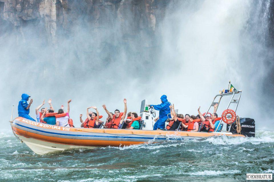 ブラジルの王道アクティビティ『イグアスの滝のボートツアー』