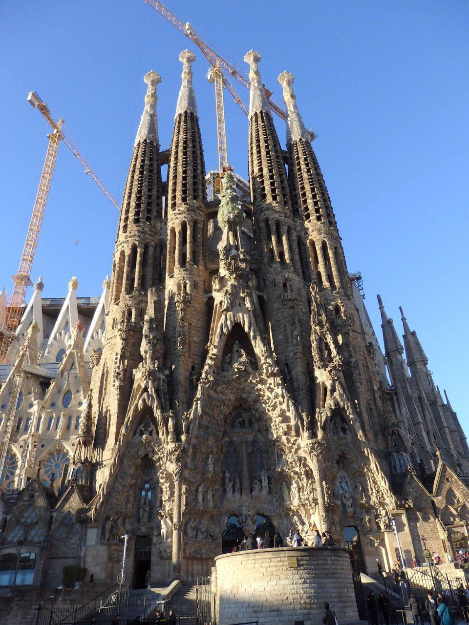 スペイン・バルセロナの街を上空から観光する、ヘリコプターツアー