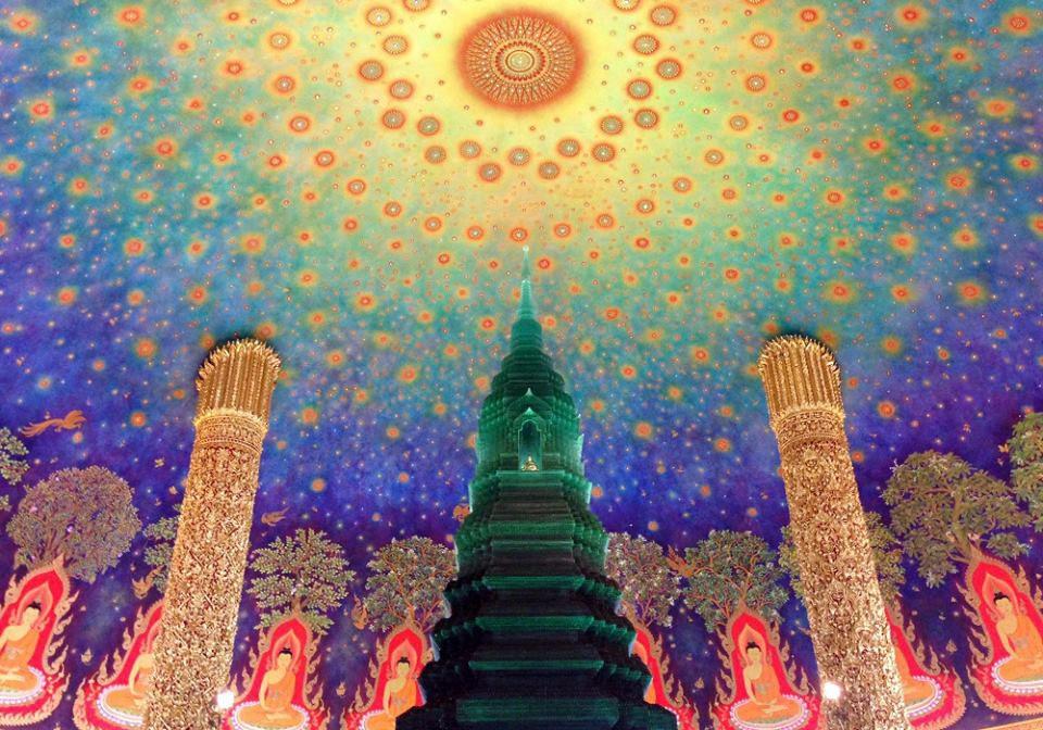 乃木坂46メンバーも訪問、天井画が美しいタイ寺院「ワット・パクナム・パーシーチャルン」