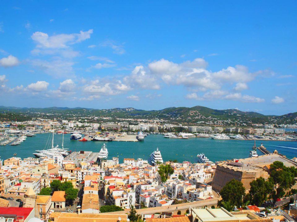 冬のスペイン・イビサ島はだれでも楽しめる明るいリゾート