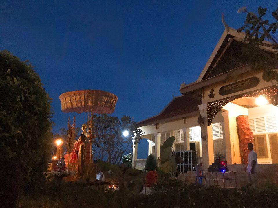 カンボジアの寺院で年越し
