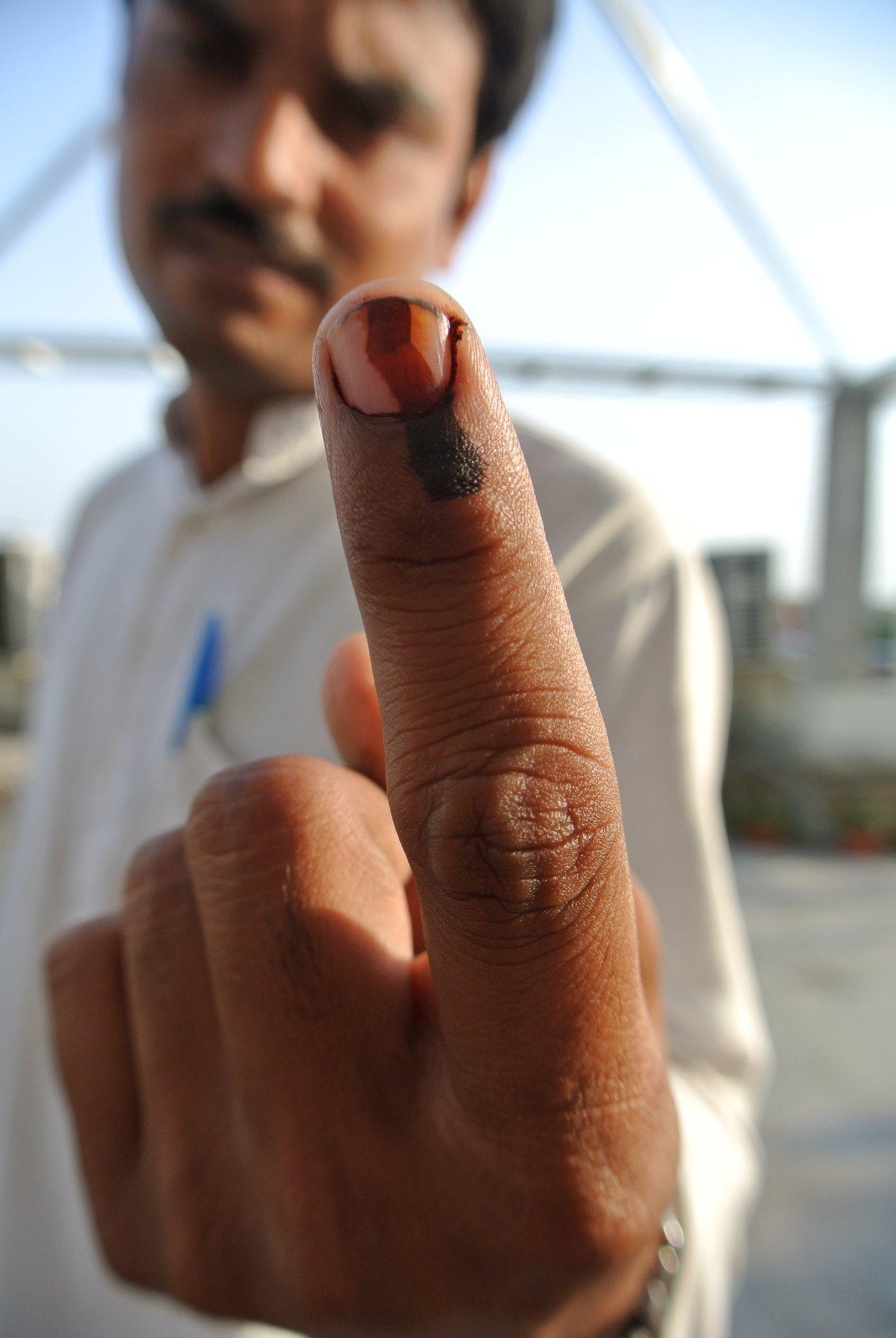 インドの豆知識、指先のラインは投票のマーク