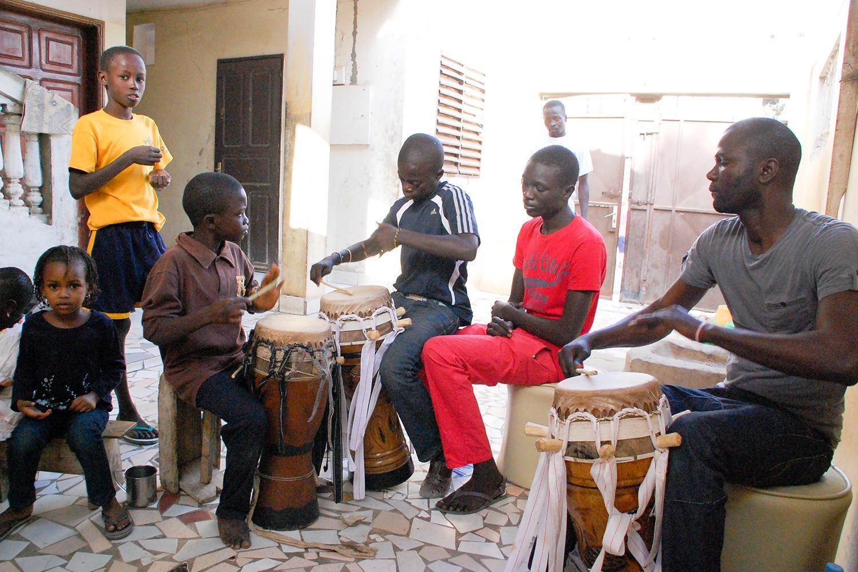 西アフリカ伝統音楽の世襲制の音楽家達『グリオ』