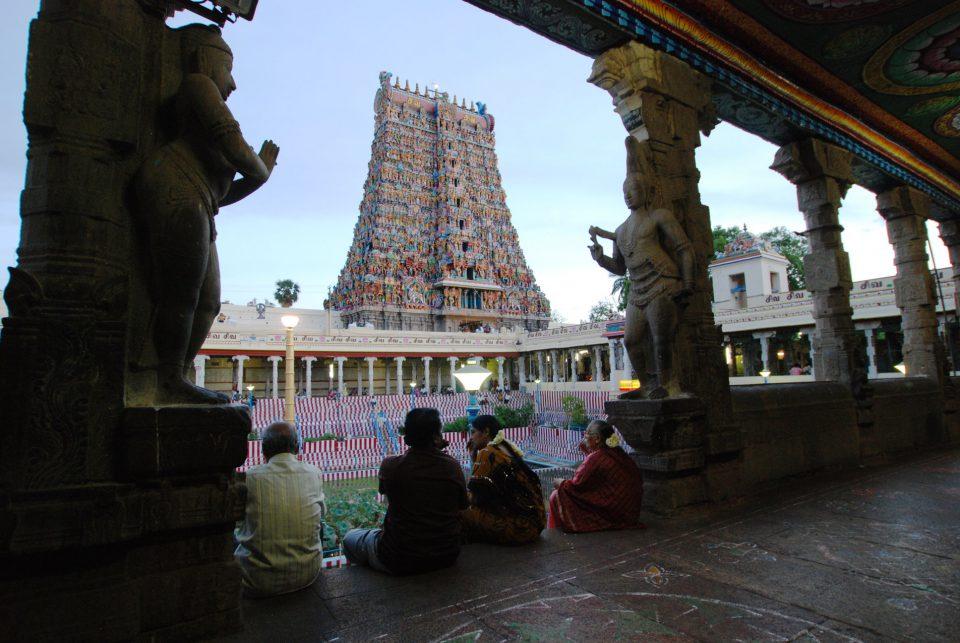 南インドを代表するドラビダ様式のヒンドゥー教寺院「ミナクシ」