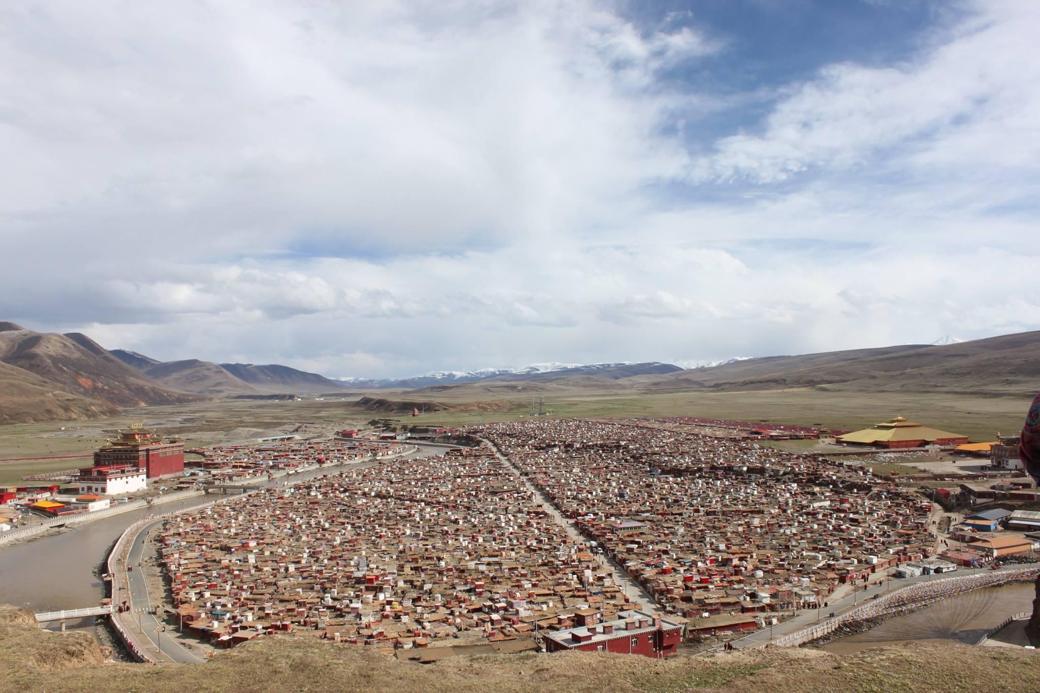 絶景の巨大尼僧院・アチェンガルゴンパ